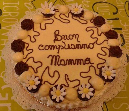 Buon compleanno mamma: Frasi e immagini di tanti auguri